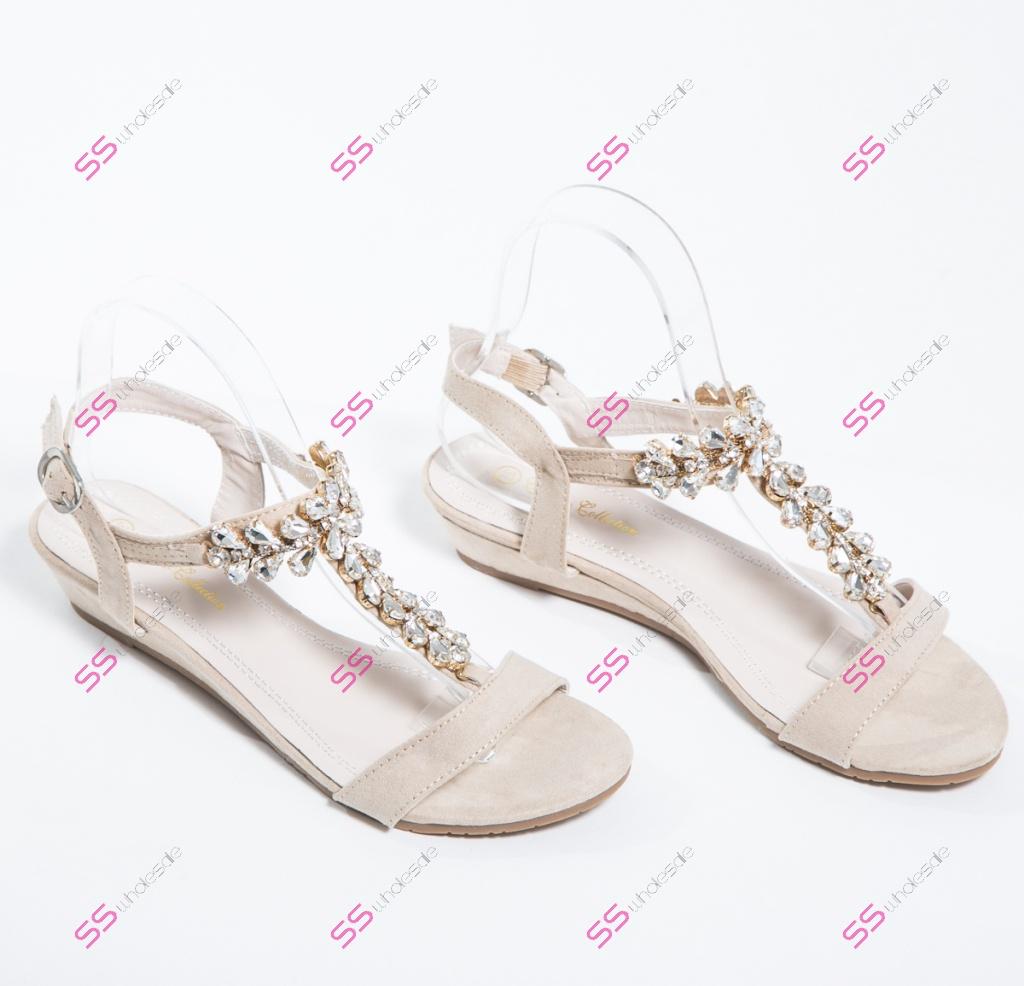 2d4e5d344ddd Béžové sandále s ozdobnými kamienkami+